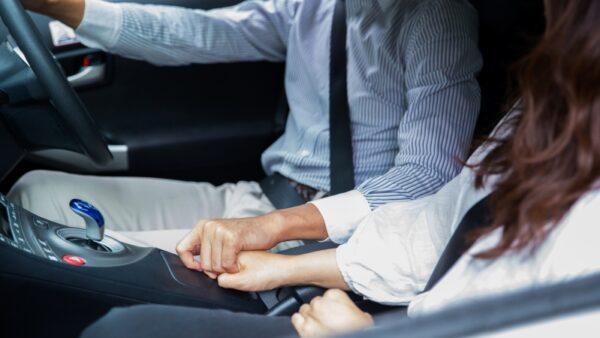【浮気調査】車にGPS どこにつける? 取り付け場所と注意点